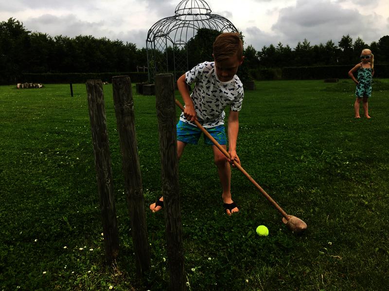school uitje midgetgolf gras